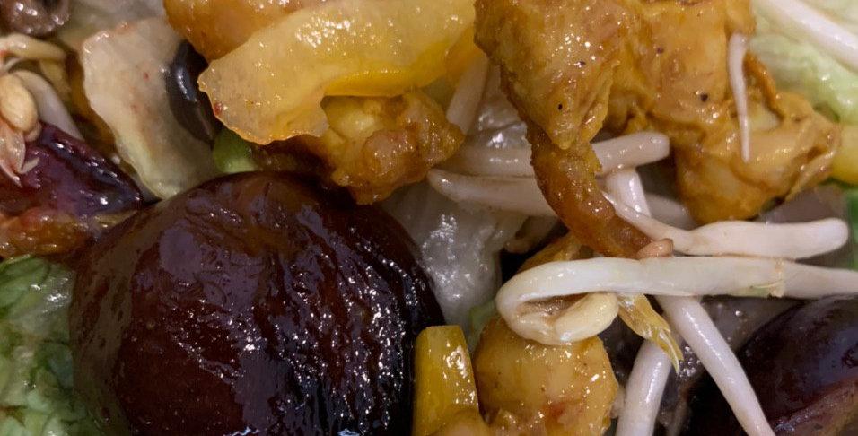 Салат с курицей, сливой и вешенками