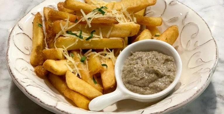 Картофель фри с трюфельным кремом