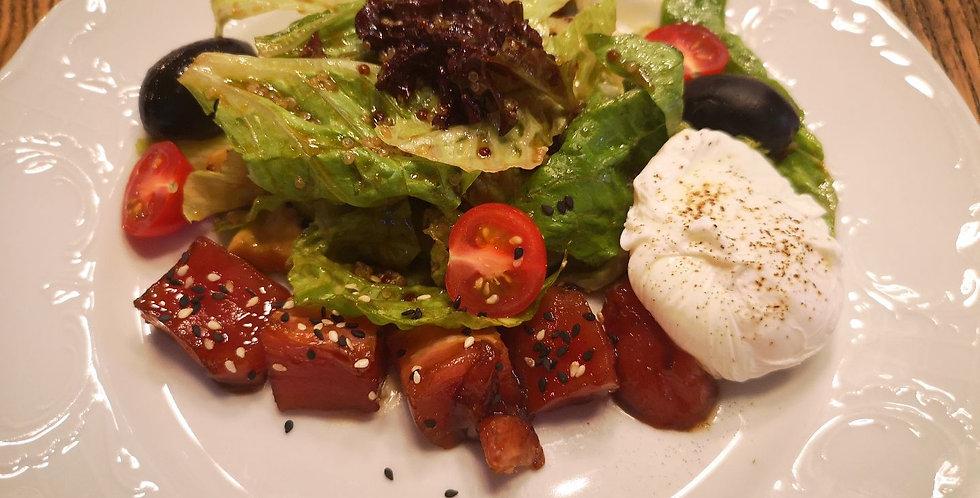 Салат с тунцом, яйцом Пашот и соусом Цитронет