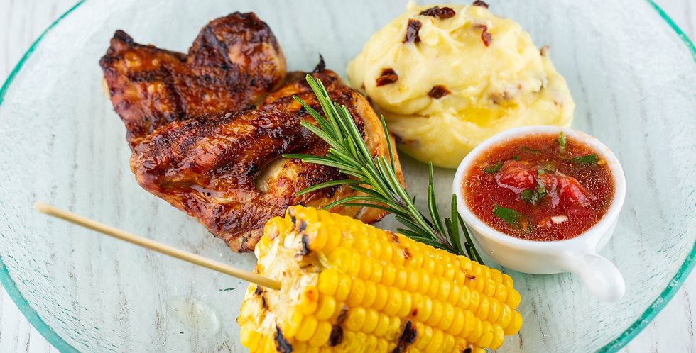 Цыпленок с домашним сацебели и пюре с вялеными томатами