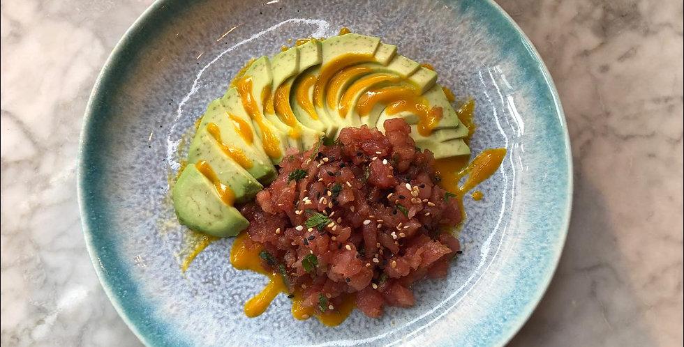 Тартар из тунца с авокадо с соусом из манго