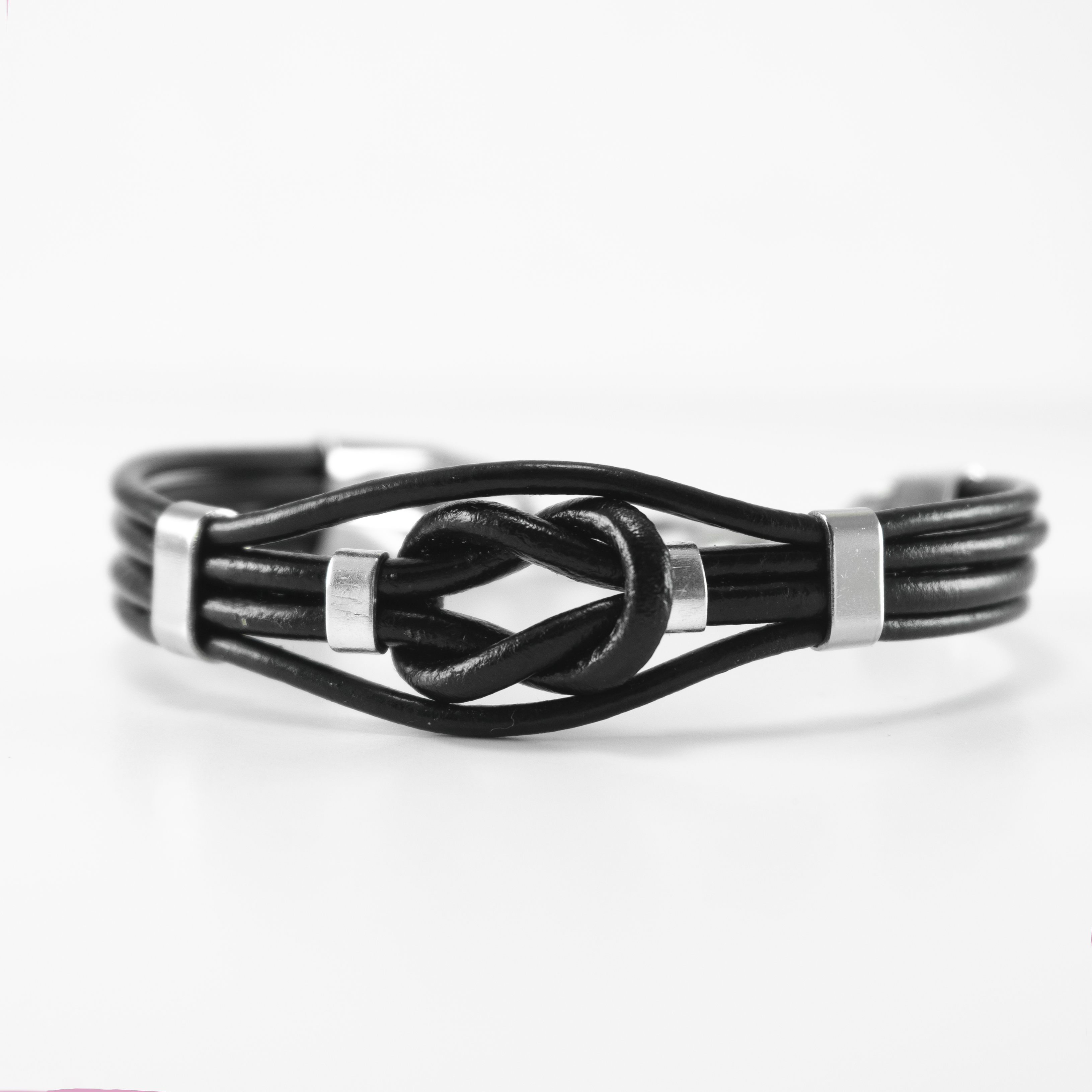 black knot lether bracelet 1
