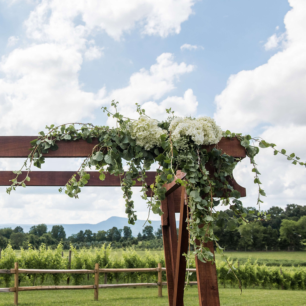 simple ceremony arch decor