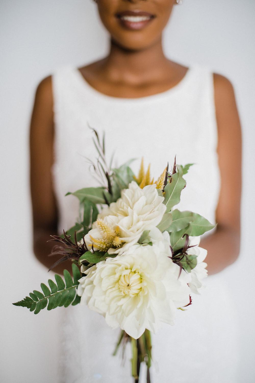 minimal bridal bouquet