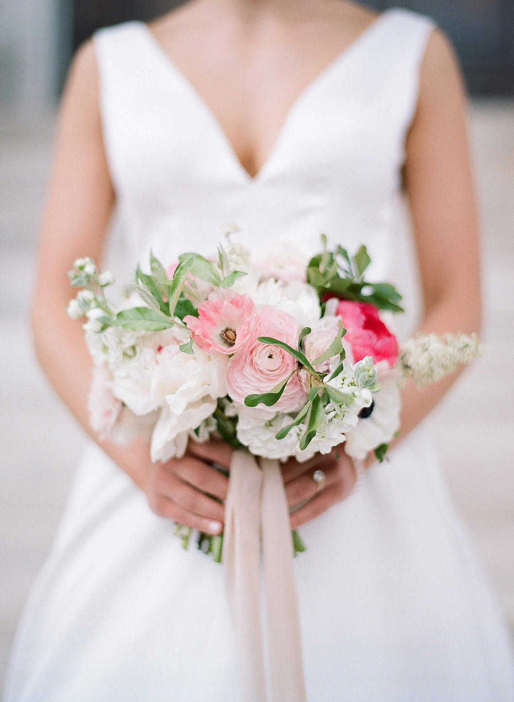 white and blush spring bouquet