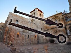 מדוע המקום הקדוש ביותר לנצרות נשמר על ידי שתי משפחות מוסלמיות?