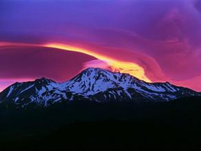 """הר שאסטה - ההר המסתורי בארה""""ב"""