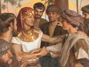 """""""אב לפרעה"""" - זהותו של יוסף המקראי"""