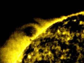 """עב""""מ גדול פי 25 מכדור הארץ נצפה בסמוך לשמש"""