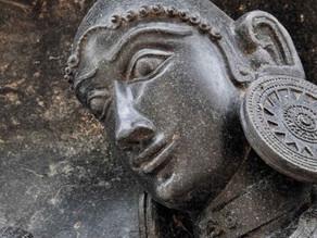 באיזו טכנולוגיה יצרו את הצלמים במקדש רמפה בהודו?