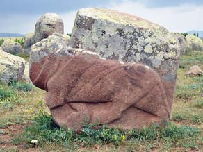 פסלי אריות בגודל טבעי מבלבלים את החוקרים