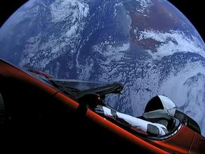 סטארמן ברודסטר האדומה שייטו קרוב למאדים בפעם הראשונה