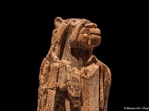 """""""איש האריה"""" - צלמית בת 40,000 שנה"""