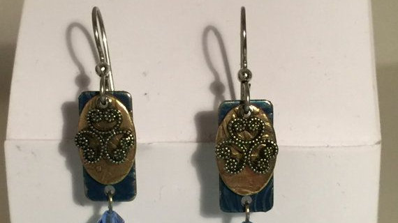Drop earrings with charms