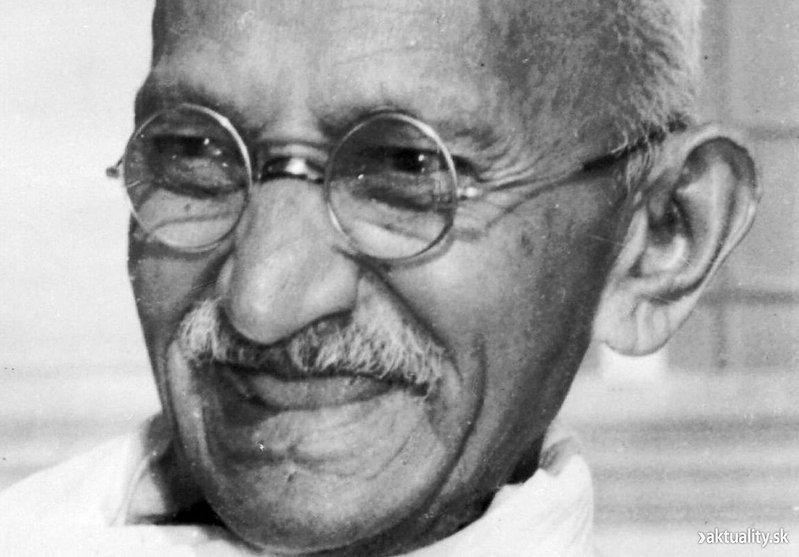 Mahatma_Gandhi,_close-up_portrait.jpg
