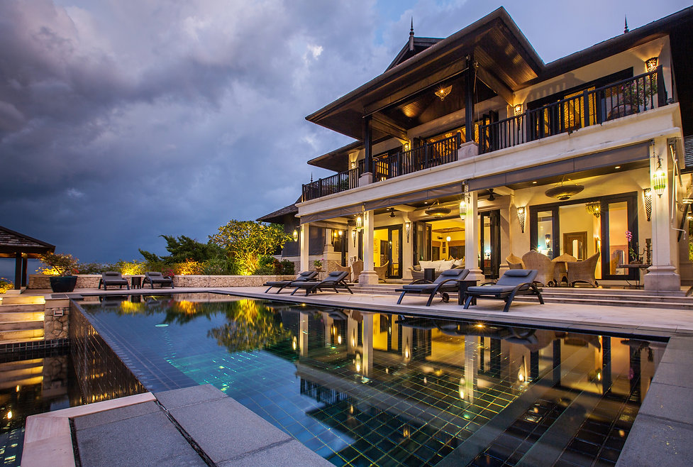 Luxury villa with big swimming pool inte