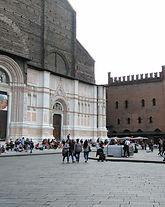 piazzaMaggiore3_modificato.jpg