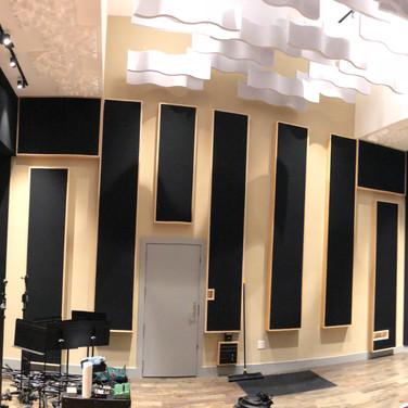 700 sq ft live room!
