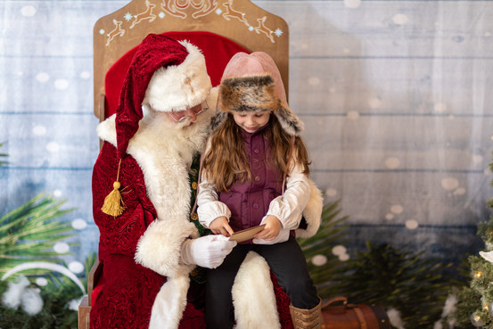 Portraits with Santa Claus at The Lovely