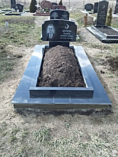 Гранитная плитка на могилу.jpg