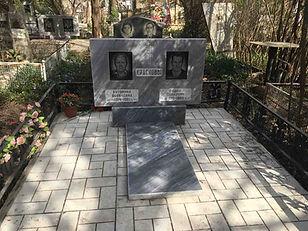Памятник семейный из мрамора.jpg