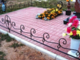 Укладка тротуарной плитки на кладбище, бетонирование площадок под памятник, изготовление памятников