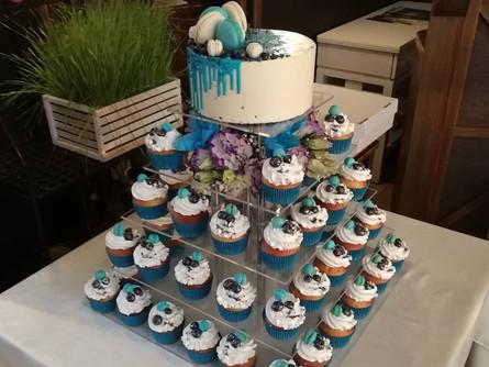 Торт и капкейки