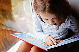 Criança lendo.jpg