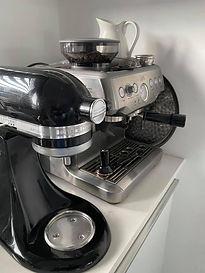 koffie in Blaricumse salon.jpg