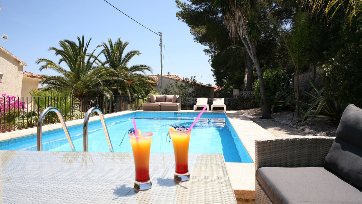 At the pool of Villa Rosenberg in Moraira you get privacy