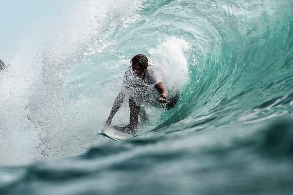 surfing sjeremy-bishop-340107-unsplash.j
