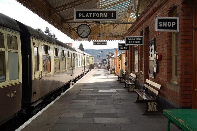 Cotswolds & Steam Train Tour