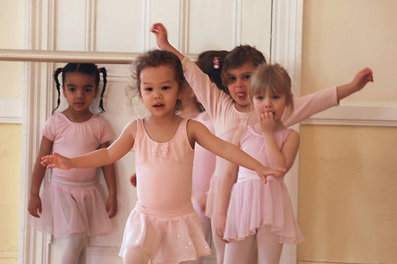 BALLET 1 Saturdays 10:00-11:00 ALMOST FULL!
