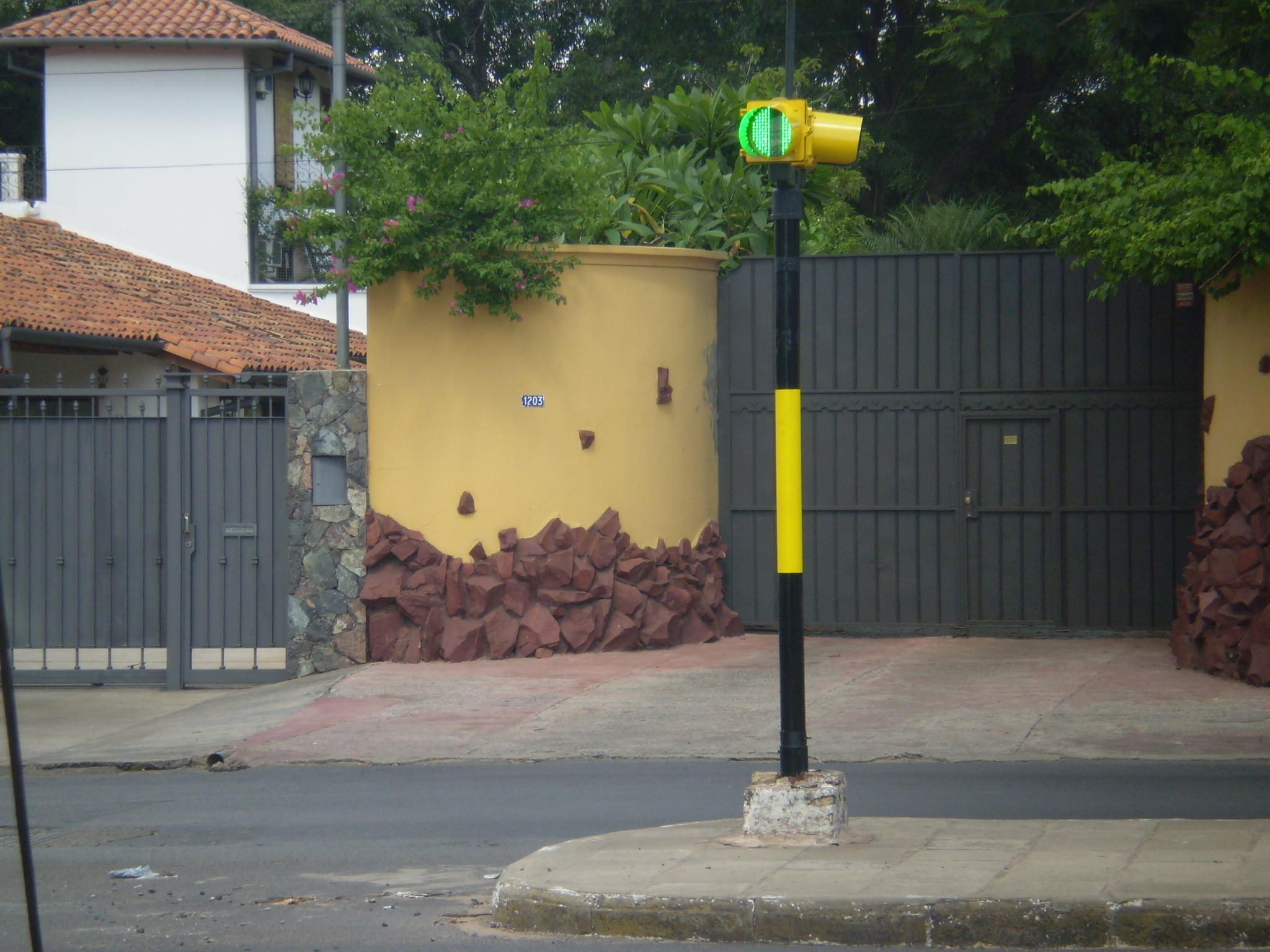 SEMAFORO LAS PALMERAS Y RCA. ARG1