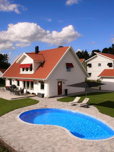 pool med hus.jpg