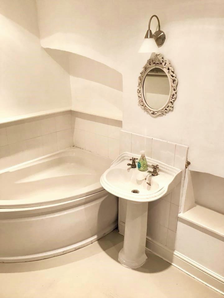 40 DR Bathroom.jpg
