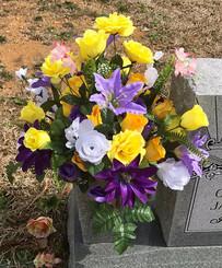 Grave Arrangement S10