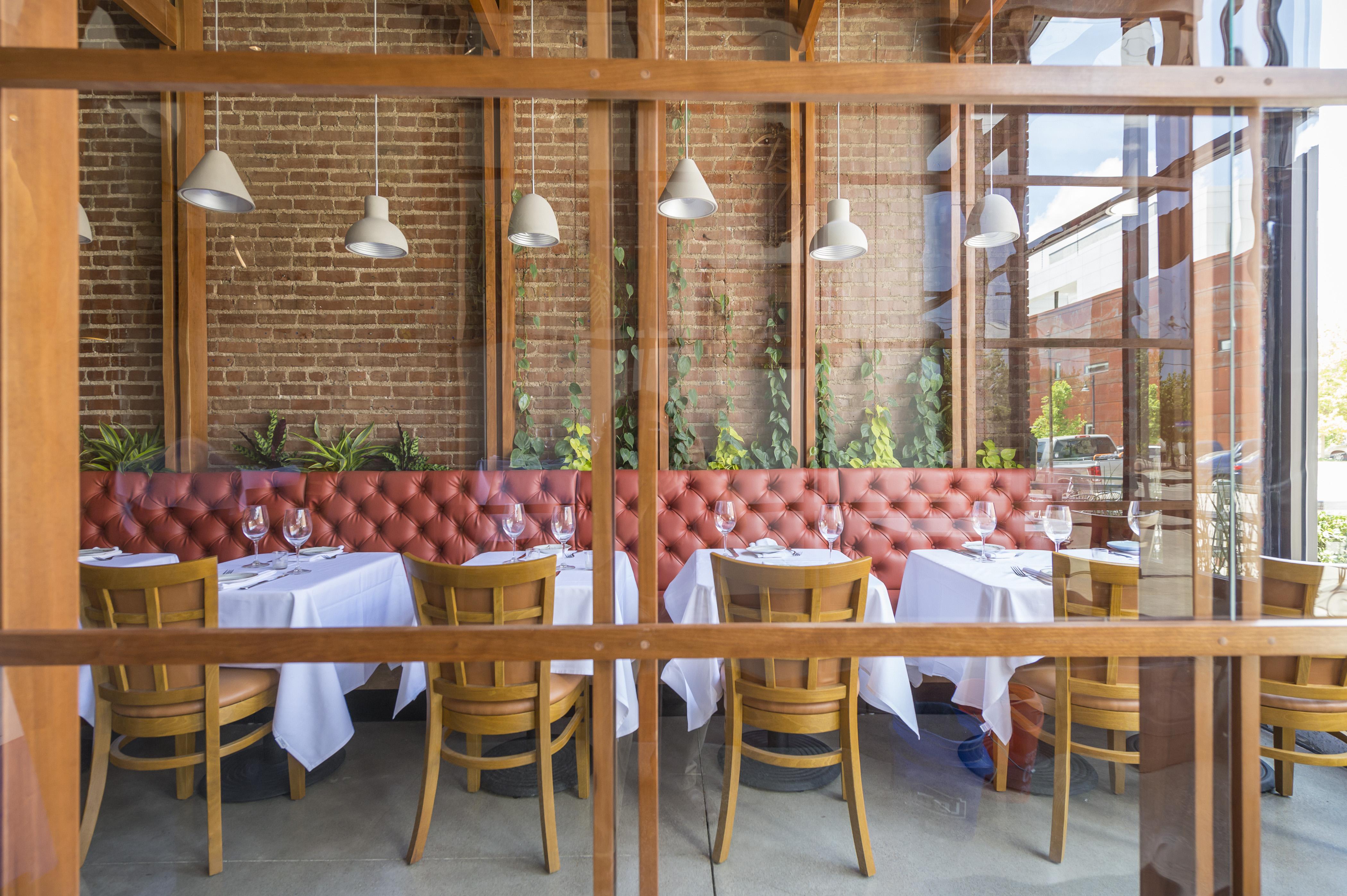 06 12 2017 Amelia's restaurant SILO EC0088