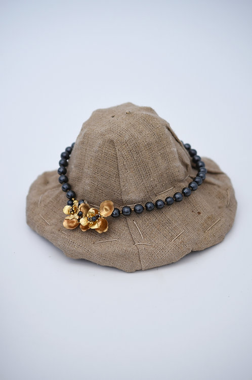 mn-co-170 begonia with bee short necklace(black)