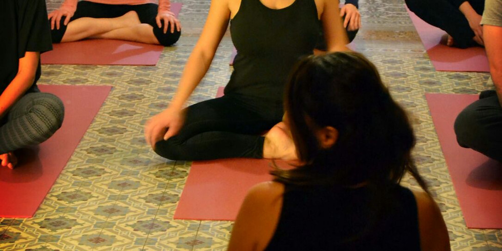 Initiation au Yoga.