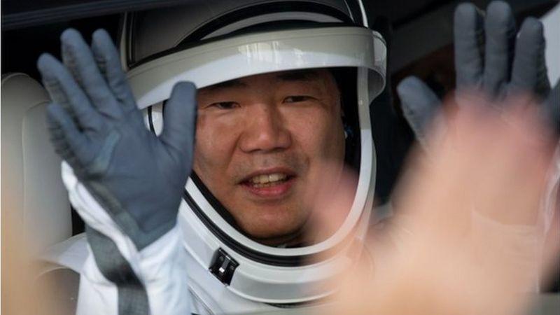 日本航天局的野口聪一成为历史上第三位乘坐三种不同类型空间飞行器离开地球的宇航员。