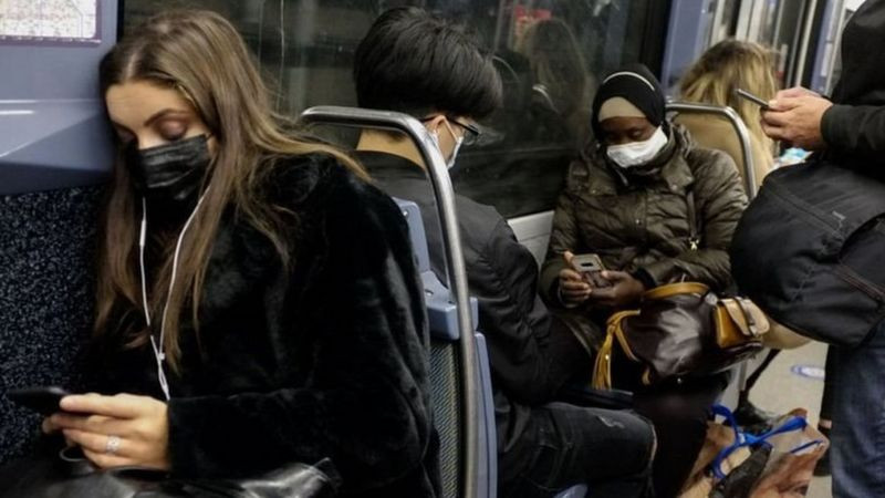 法国再次举国封锁抗疫,但公共交通等服务不停。