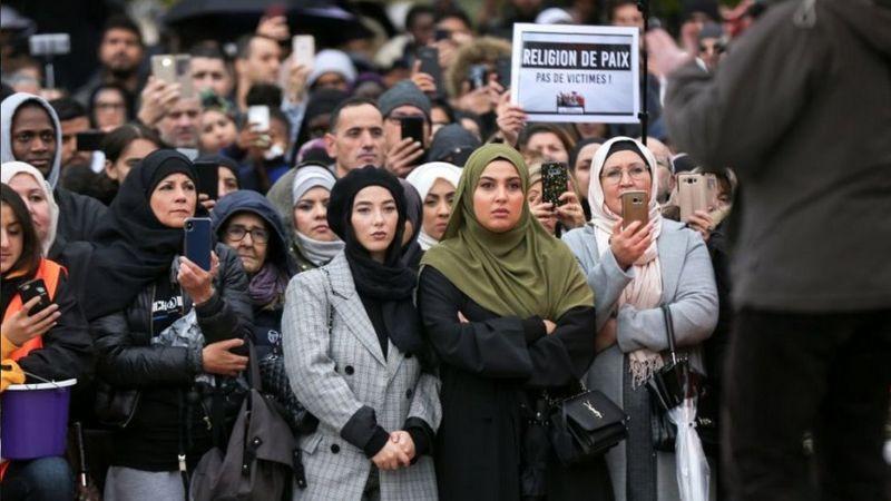 法国穆斯林也抗议敌视穆斯林和伊斯兰的任何思潮行动。