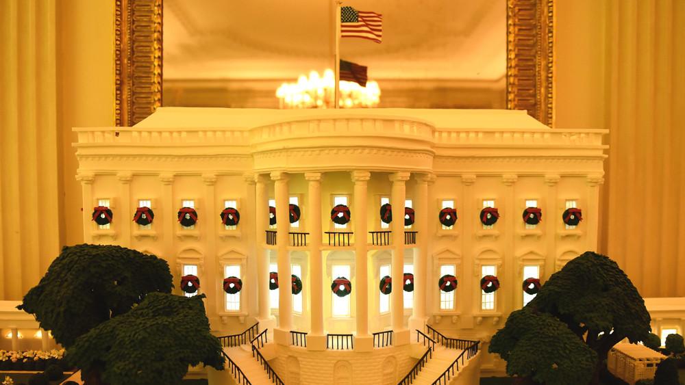 图为白宫造型的姜饼屋。(图片来源:中新社)