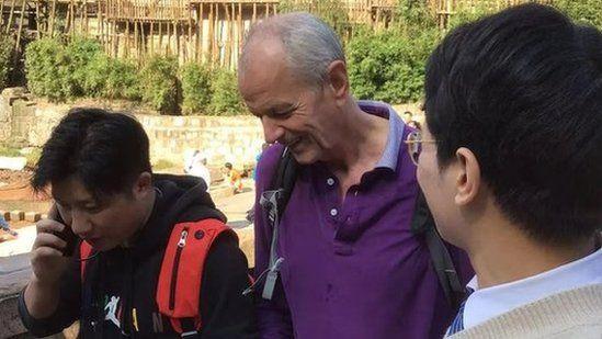 史云森(中)是英国驻重庆候任总领事。