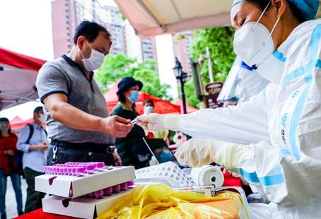 """两次逃离""""疫情中心""""的西班牙人:武汉是世界上最安全的城市"""