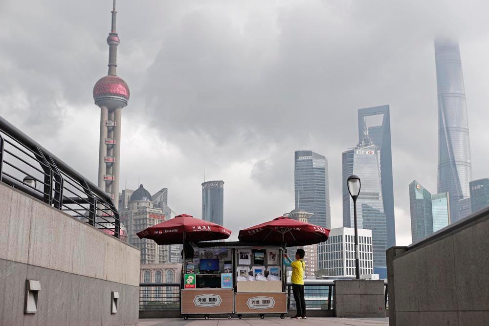 图为上海外滩。(图片来源:中新社)