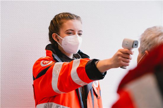 位于德国埃森展览馆的新冠疫苗接种中心。(图片来源:新华社)
