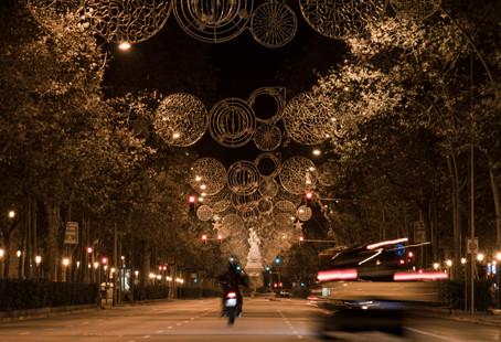 西班牙将迎最难忘圣诞节:年夜饭不超6人 不再互赠礼物