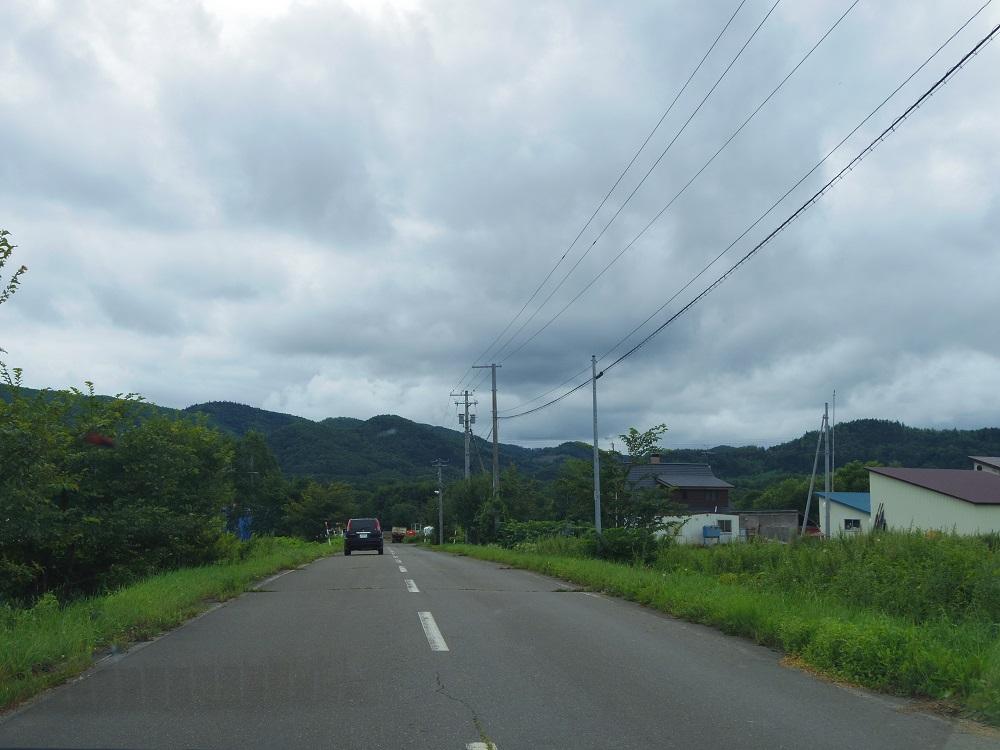 井上牧場に向かう道。この右側にあります。